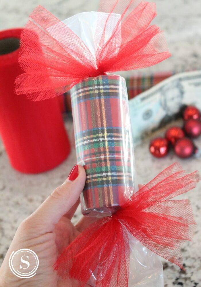 wrapping paper poppers