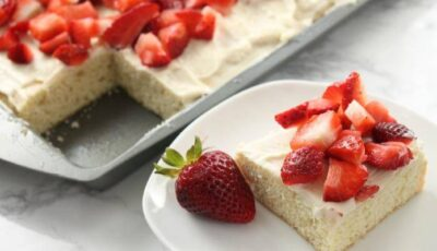 Fresh Strawberry Cheesecake Cookie Bars Recipe