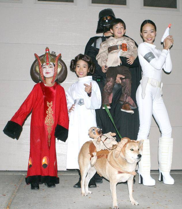Star Wars Family Costume Idea  sc 1 st  Passion For Savings & 17 Creative Family Halloween Costume Ideas! - Passion for Savings