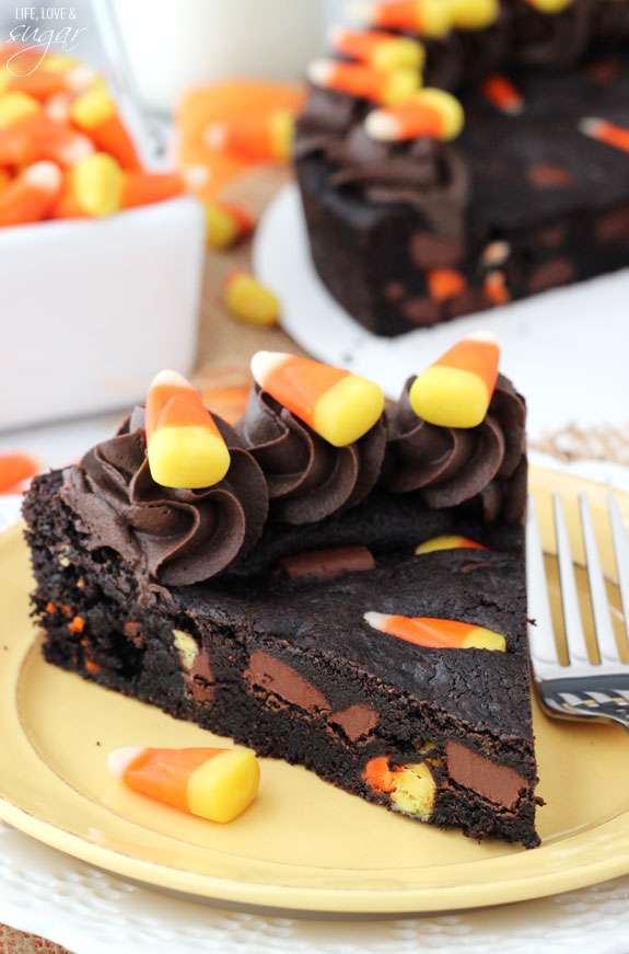 https://www.lifeloveandsugar.com/2014/10/06/candy-corn-chocolate-chip-cookie-cake/