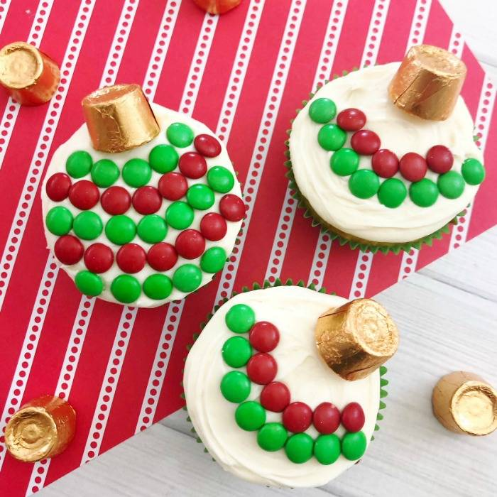 Easy Christmas Cupcakes For Kids.Easy To Make Christmas Ornament Cupcakes Your Kids Will Love