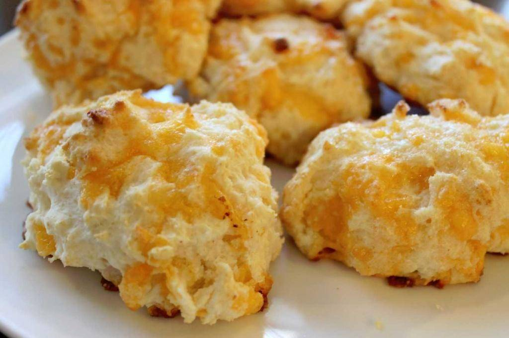 Garlic Cheese Biscuits | Red Lobster Copy Cat Recipe - Passion for ...